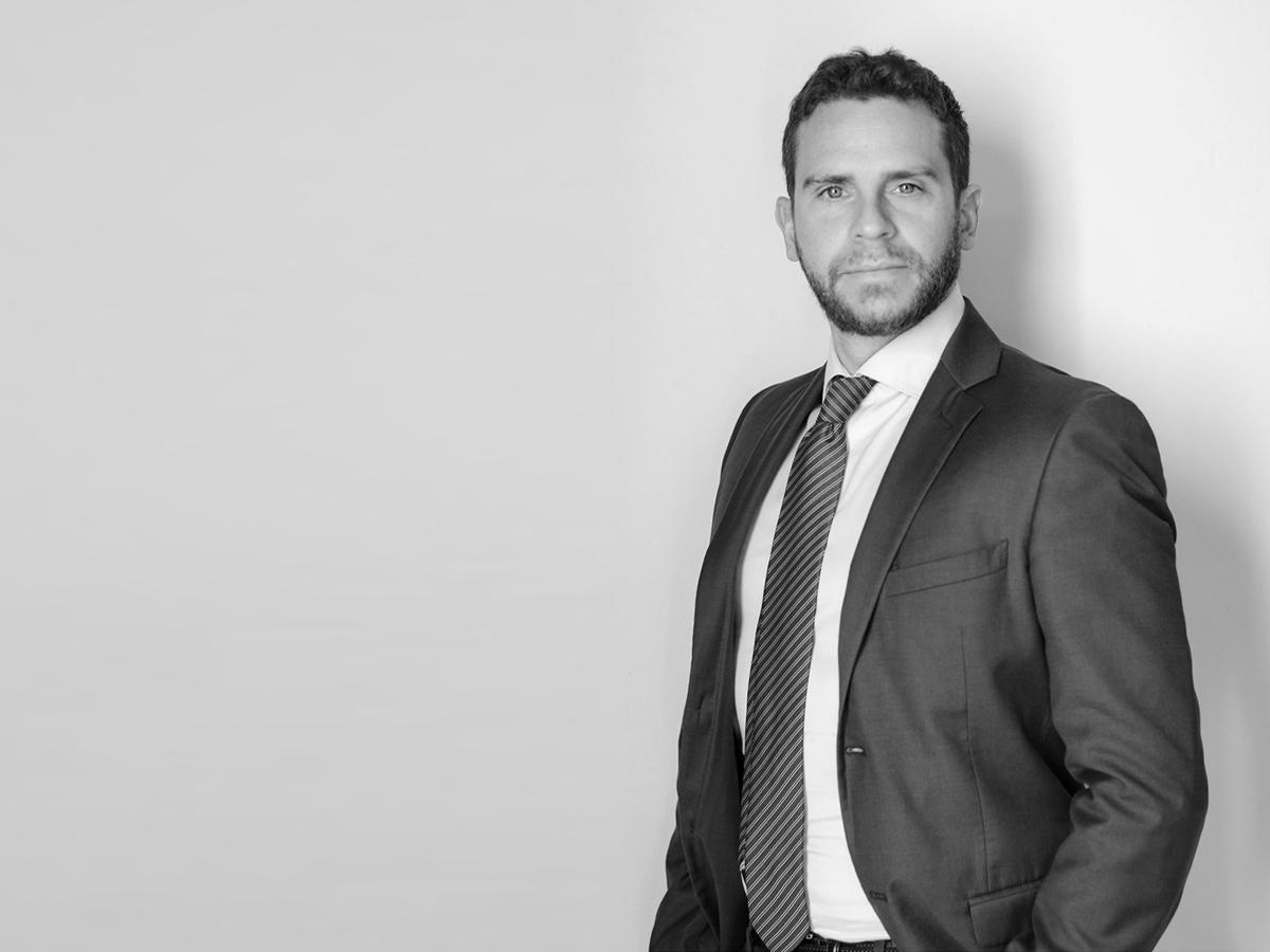https://www.studiolegalepierotti.it/wp-content/uploads/2019/03/De_Santis_profile_bn.jpg
