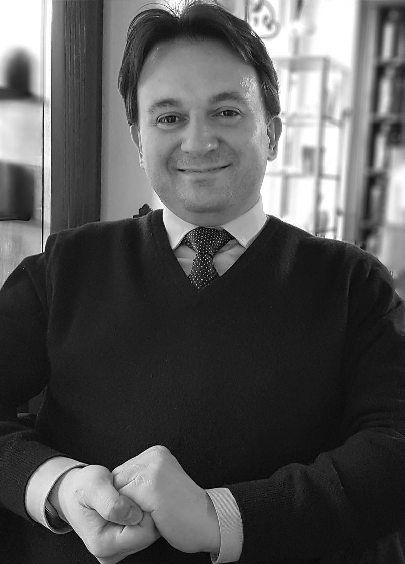 https://www.studiolegalepierotti.it/wp-content/uploads/2019/04/Matteo_Checchi_profilo-1-1.jpg